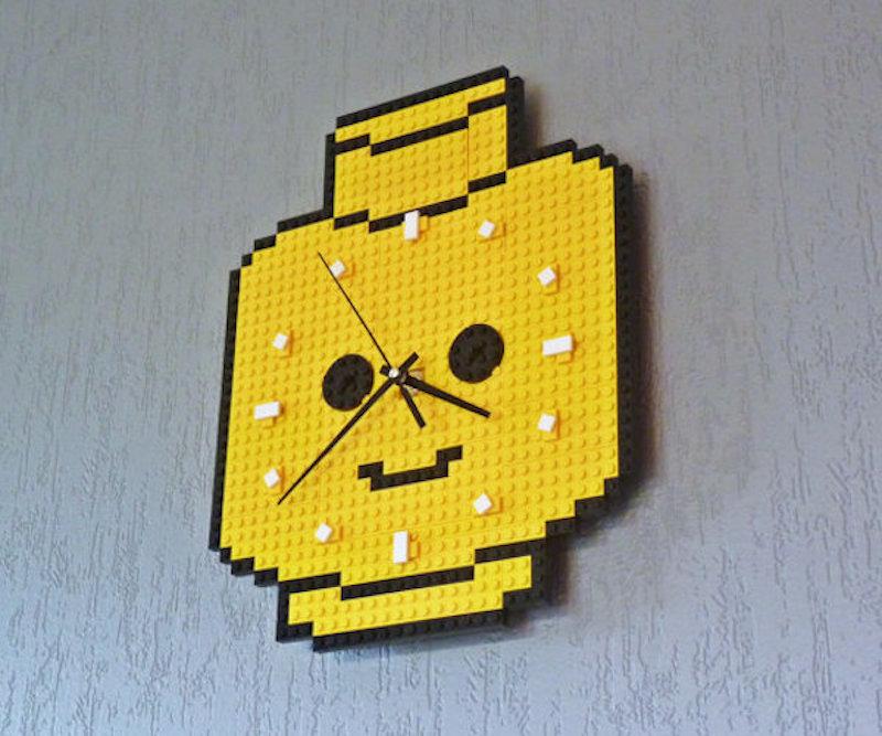 Clock-Made-Of-Lego-Bricks-Minifig-Head